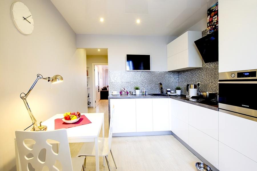 Белый кухонный гарнитур-Кухня МДФ в эмали «Модель 409»-фото4